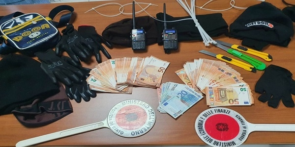 Nola: irruzione in banca, polizia e GdF arrestano 4 rapinatori