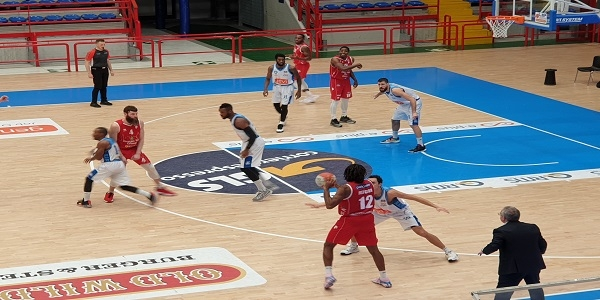 Lux Chieti Basket-Gevi Napoli Basket: out Mayo, in dubbio Parks