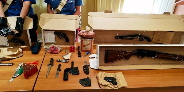 Brusciano: colpo alla criminalità, i carabinieri rinvengono armi e munizioni