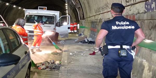 Napoli: effettuata pulizia straordinaria della Galleria Quattro Giornate