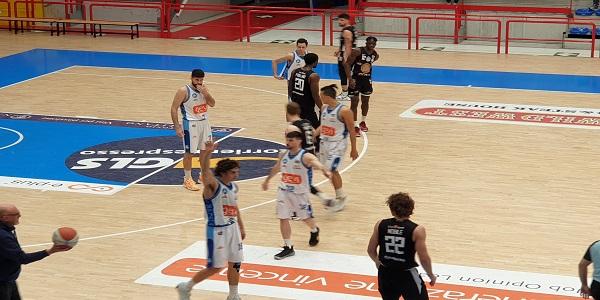 Gevi Napoli Basket-Apu OWW Udine 71 - 63. Ancora una vittoria per gli azzurri.