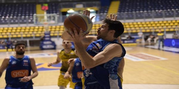 Reale Mutua Torino - GeVi Napoli Basket 75-85. Inizia con una vittoria il Girone bianco
