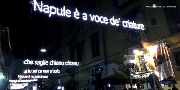 'Napule è', il ricordo di Pino Daniele in una luminaria alla Sanità