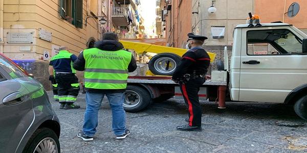 Napoli, Quartieri Spagnoli: controlli imponenti dei CC, sequestrati 34 veicoli