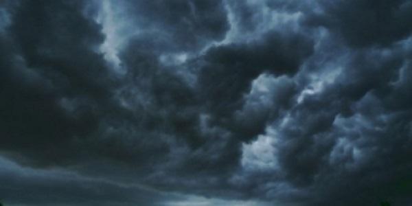 Napoli: allerta meteo per vento forte, martedì 12 novembre scuole chiuse