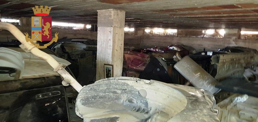 Striano: la polizia scopre auto rubate nei sotterranei di un edificio