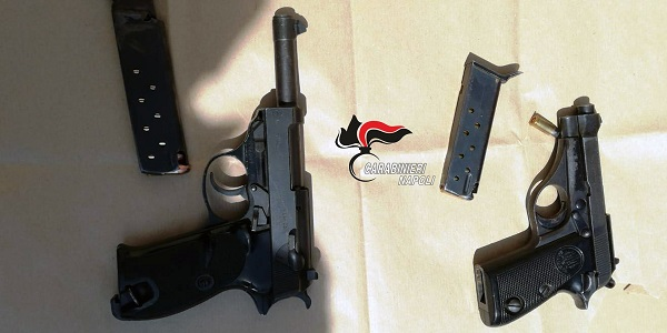 Brusciano: in auto avevano pistola con colpo in canna e revolver carico, arrestati dai CC