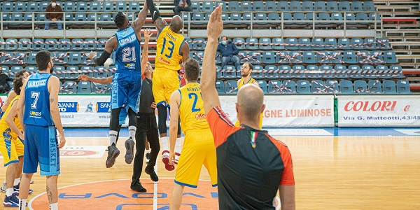 Supercoppa: Givova Scafati - Gevi Napoli Basket 82-61