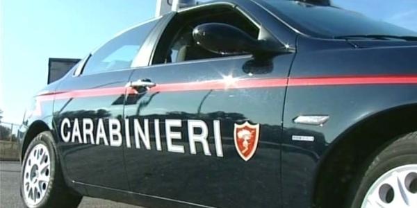 Napoli: tenta di truffare e rapinare un'anziana, fermato da un vigilante e arrestato dai CC