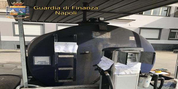 Napoli: la GDF sequestra 32.500 litri di gasolio e denuncia 2 persone.