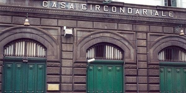 Castello di Cisterna: sorpreso a spacciare crack e hashish, 18enne arrestato dai carabinieri