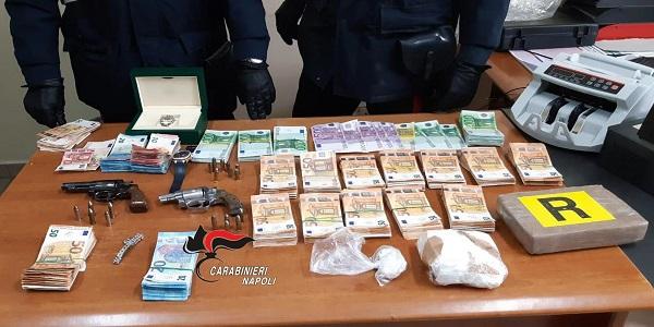 Castello di Cisterna: in casa armi, cocaina, soldi e orologi, arrestati dai carabinieri