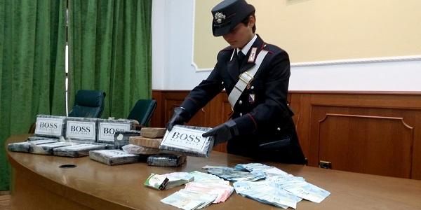 Napoli: i carabinieri sequestrano 17 chili di cocaina e arrestano 3 persone.
