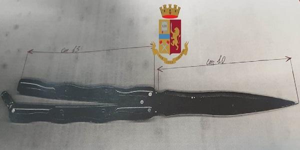Napoli: la polizia denuncia un minore trovato in possesso di un coltello