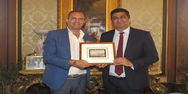 Napoli: de Magistris incontra l'ambasciatore e la delegazione sudafricana alle Universiadi