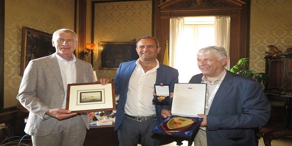 Napoli: de Magistris ha ricevuto Oleg Matytsin e Eric Saintrond della FISU