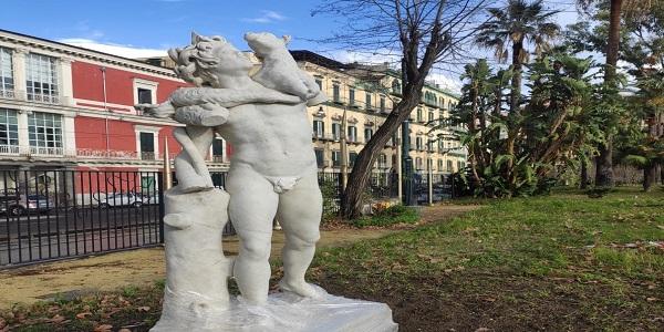 Napoli: Ricollocata la Statua del giovane Fauno con capretto in Villa Comunale