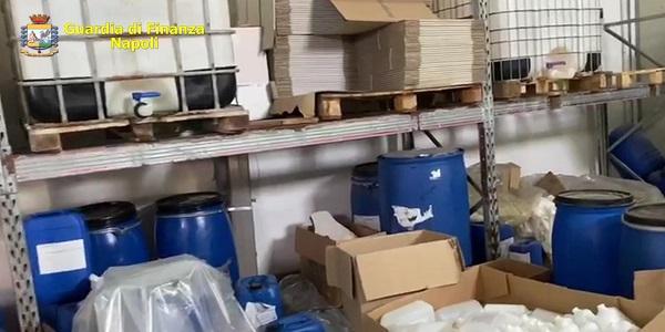 S.Giorgio a Cremano: igienizzanti spacciati per disinfettanti, la GDF sequestra una fabbrica