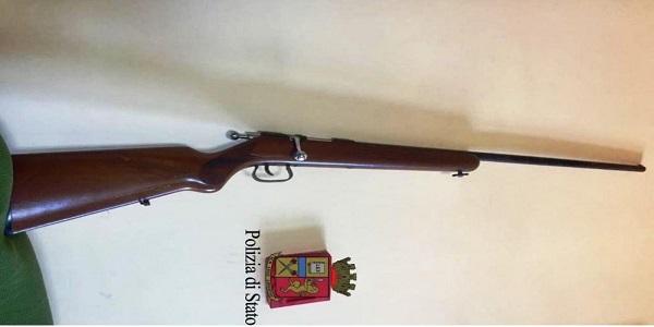 Acerra: la polizia ritrova un fucile rubato.