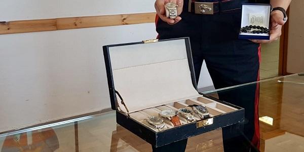 Napoli: accusati di furto e rapina, fermati dai carabinieri
