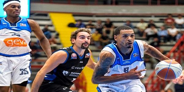 Basket: Gevi Napoli ko all'esordio. Vince Latina 80-85