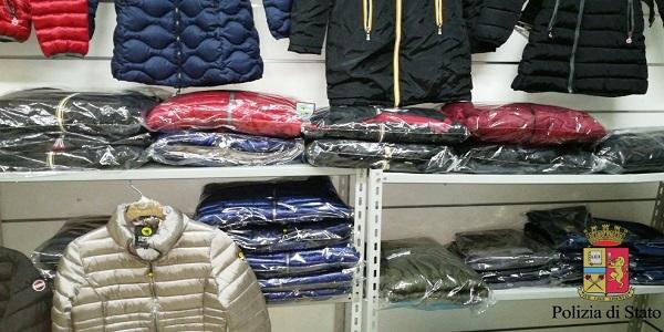 Napoli: la polizia rinviene e sequestra capi di abbigliamento contraffatti