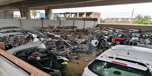 Giugliano: i CC sequestrano un terreno dove erano accatastati pezzi di auto rubate