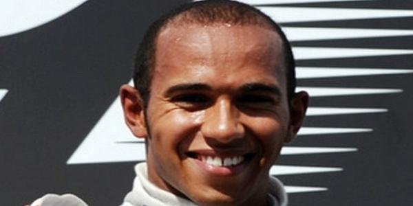 Gp Singapore: Patatrac Ferrari al via, Hamilton vince e fugge.