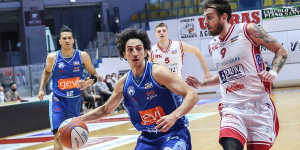 Lux Chieti Basket-Gevi Napoli Basket 58 - 60, Sacripanti: bravi a non mollare mai