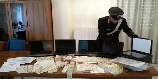 Napoli e Caserta: i CC scoprono un'organizzazione che trafficava in banconote e valori bollati falsi