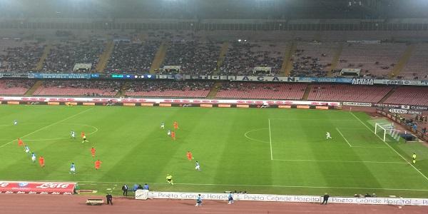 Mercato Napoli, ora si pensa a cedere: Strinic verso il Galatasaray, Torino su Tonelli
