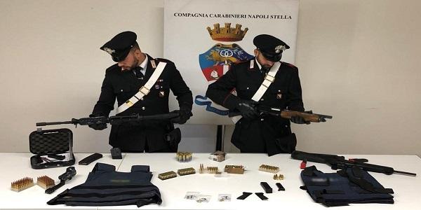 Napoli, Miano: i carabinieri rinvengono un arsenale. Armi pronte all'uso e munizioni