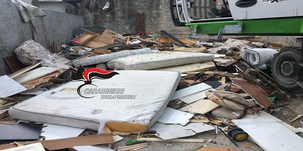 Napoli: i Carabinieri chiudono l'isola ecologica di Pianura