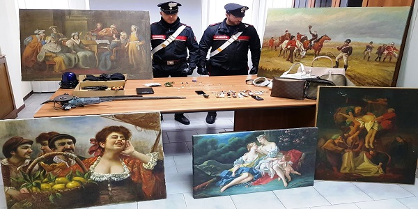 Orta di Atella: arrestati due uomini trovati in possesso di dipinti e preziosi rubati ad Isernia