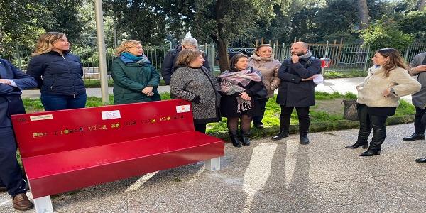Napoli: Parco Mascagna, inaugurata una panchina rossa contro la violenza di genere