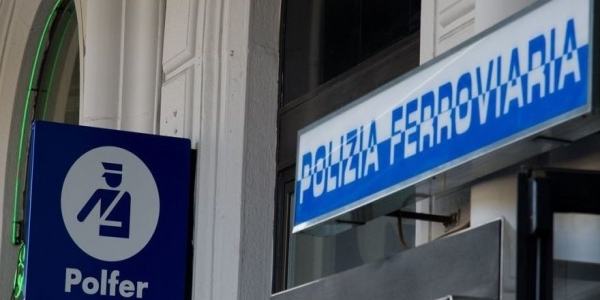 Napoli, Stazione centrale: i poliziotti salvano un anziano viaggiatore colto da malore