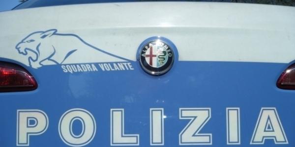 Napoli, Decumani: controlli della polizia, chiusi 3 locali