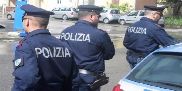 Napoli: tenta di rapinare un turista francese, 22enne arrestato dalla Polizia di Stato