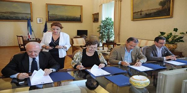 Napoli: firmato stamattina il protocollo d'intesa 'Terra dei Fuochi'