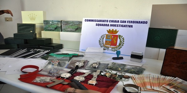 Napoli: ricettazione di orologi, la polizia denuncia tre persone.