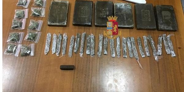 Napoli: la polizia sequestra oltre mezzo chilo di droga e arresta un 23enne