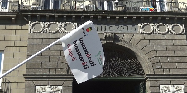 Innamorati di Napoli, pienone a Palazzo San Giacomo per la visita in maschera