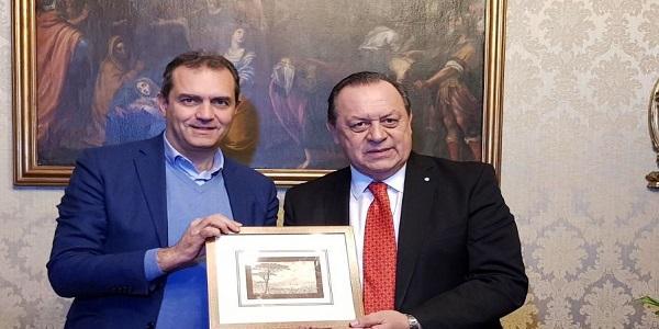 Napoli: de Magistris ha incontrato il ministro del turismo di Buenos Aires, Gustavo Santos