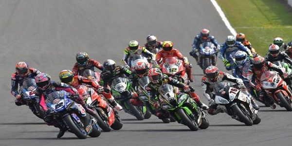Superbike show in Australia: vincono Ratzatlioglu, Rea e Lowes. Locatelli domina la Supersport