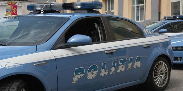 Napoli: colpisce la fidanzata e un agente, arrestato.